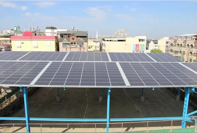 屏東校園內的太陽能光電風雨球場。圖/屏東縣政府提供