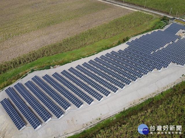 圖為臺南市後壁區菁寮掩埋場的太陽能板