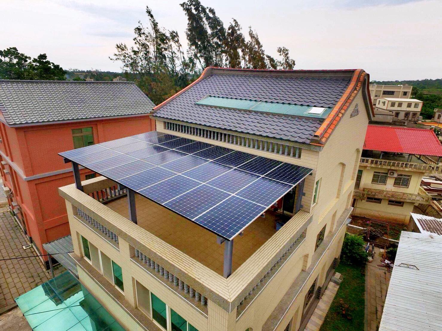 圖:民眾裝設太陽能光電發電系統實景。